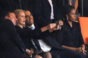 Até mesmo o líder norteamericano Barack Obama tirou sua Selfie.